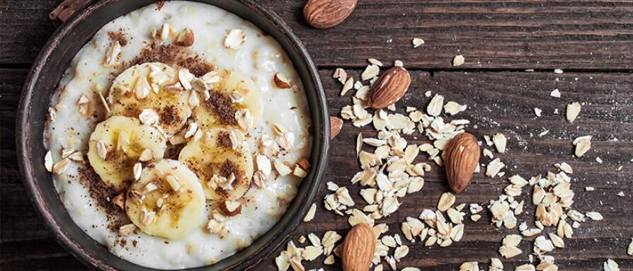 healthy oatmeal banana cinnamon almond