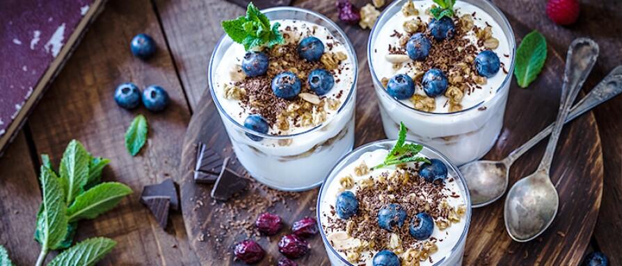 yogurt blueberries chocolate mint