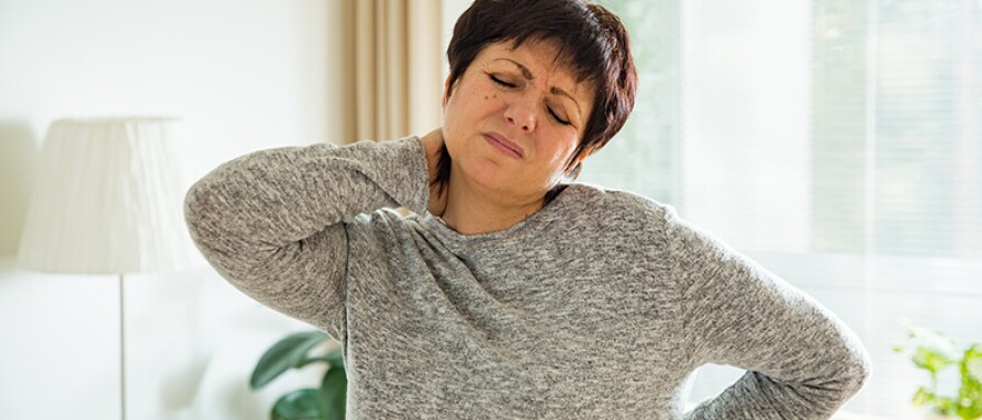 woman in pain neck shoulder