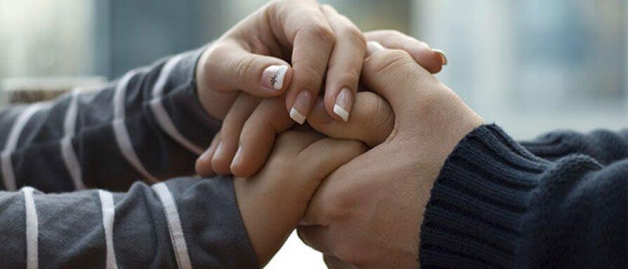 holdinghands-0.jpg