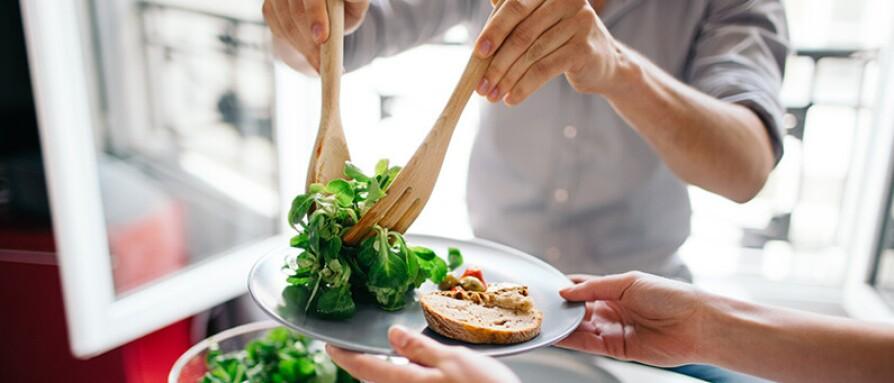 serving green salad