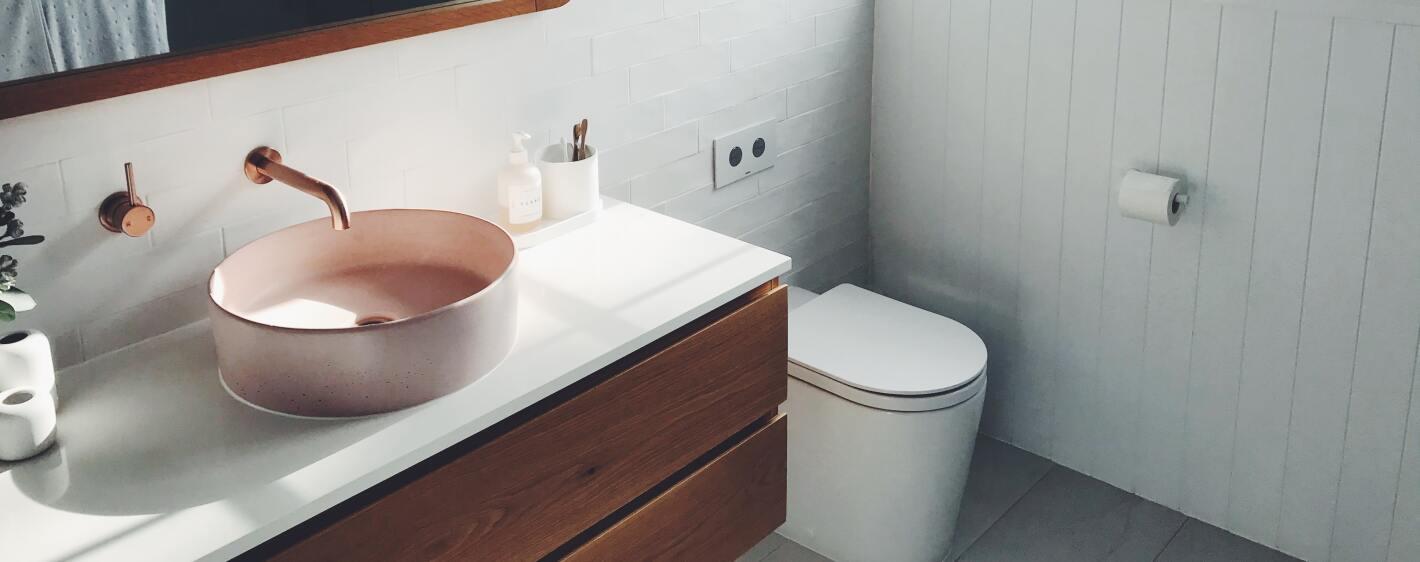 Decluttered bathroom environment